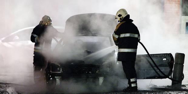 Plusieurs véhicules incendiés à Mons et Frameries - La DH