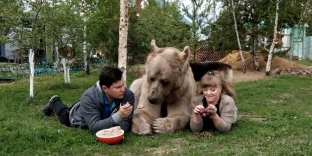 Un couple russe vit depuis 23 ans avec un ours ! (VIDEO) - La DH