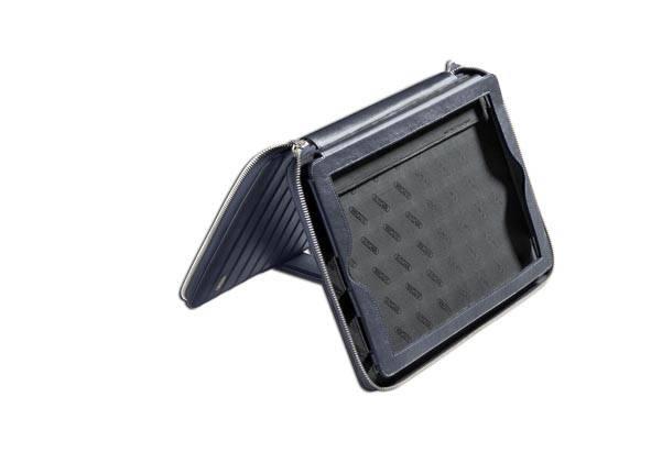 Une coque à Ipad Air en cuir. Rimowa, 180€
