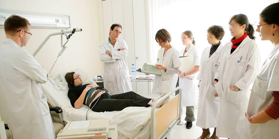 """5.326 médecins étrangers en Belgique : """"un paradoxe typiquement belge"""" - La DH"""