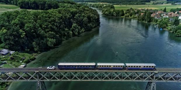 Une Land Rover tire un train de plus de 100 tonnes! - La DH