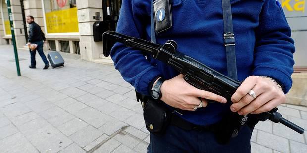 Une zone de police a revendu ses pistolets-mitrailleurs ! - La DH