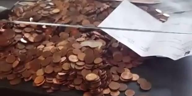 Il règle son amende avec 5100 pièces rouges (VIDÉO) - La DH