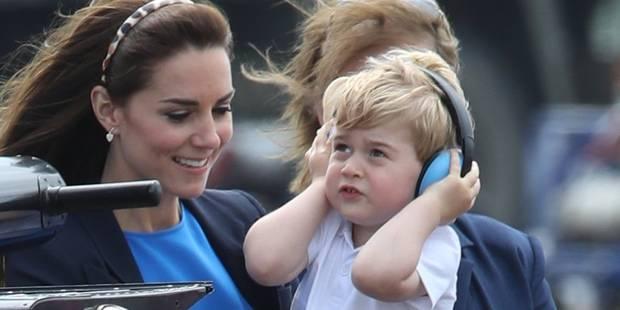 Le prince George, même pas trois ans et déjà aux commandes d'un avion de chasse - La DH