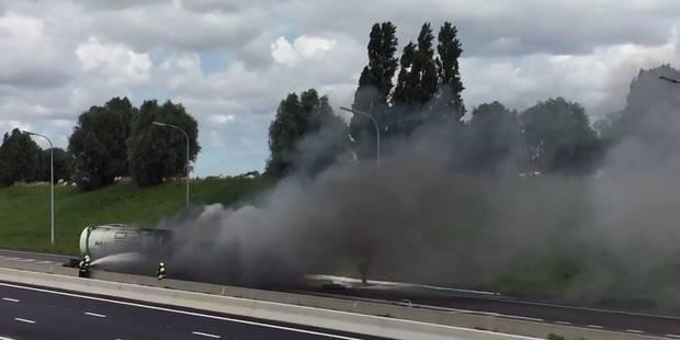 Spectaculaire: un camion transportant de l'éthanol en feu sur l'E403 (VIDÉO) - La DH