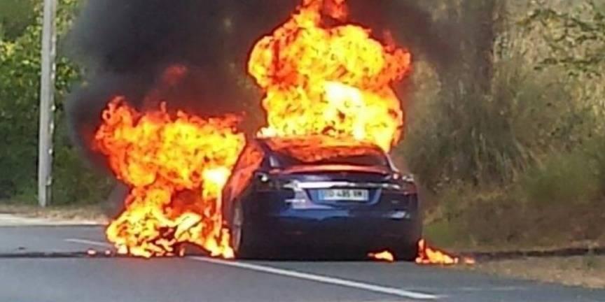 Une voiture Tesla prend feu lors d'un essai dans le sud-ouest de la France
