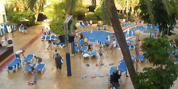 Des vacanciers se disputent les meilleures places autour de la piscine - La DH