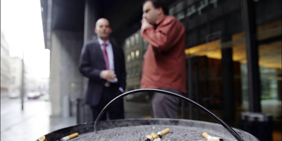 Fumeurs, vous coûtez 2.000 euros par an à votre entreprise! - La DH