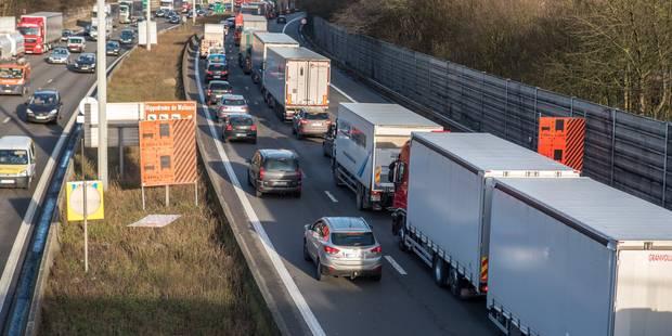 Un accident impliquant deux camions sur la E19/E42 provoque d'importants embarras de circulation - La DH