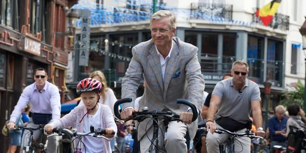La famille royale à Bruxelles à vélo pour le dimanche sans voiture (PHOTOS) - La DH