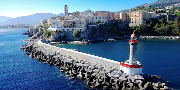 La Corse au départ de Charleroi - La DH