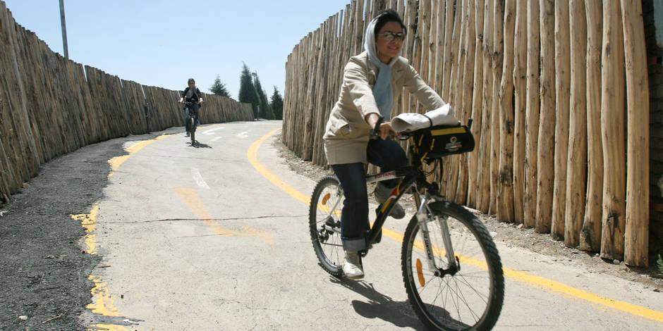 Pourquoi les Iraniennes s'affichent-elles à vélo sur les réseaux sociaux?