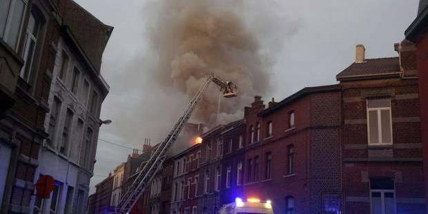 Violent feu de grenier à Gosselies - La DH