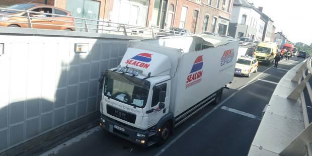 Lodelinsart: Un camion accroche le plafond de la trémie (PHOTOS) - La DH
