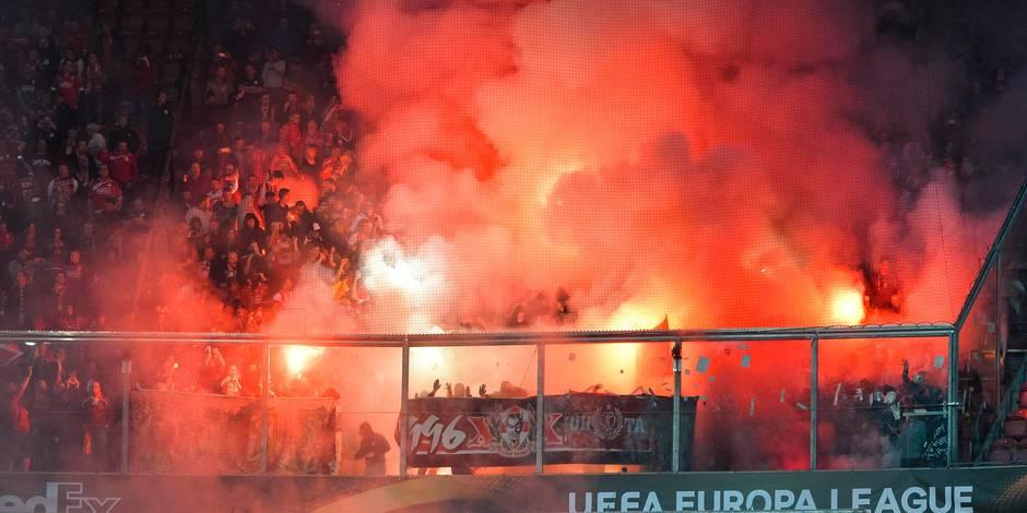 Le Standard condamne le comporterment des supporters qui ont lancé des fumigènes