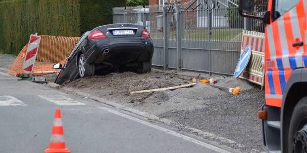 Couvin : une voiture dans la tranchée - La DH