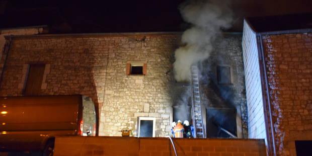 Une maison détruite dans un incendie à Neuville - La DH
