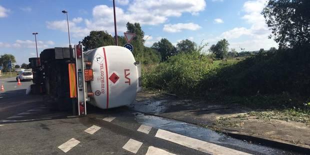 Pollution importante de mazout provoquée par un camion-citerne qui s'est renversé à Thulin - La DH