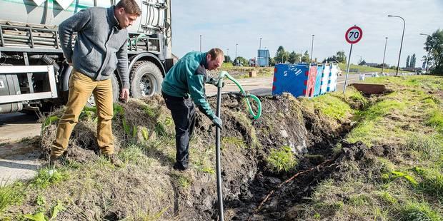 Le compartimentage n'a pas résisté : les 32.000 litresse sont déversés - La DH