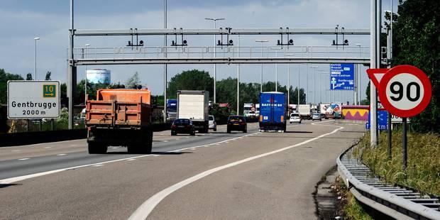 Un piéton qui a tenté de traverser l'autoroute E17 décède après avoir été renversé - La DH