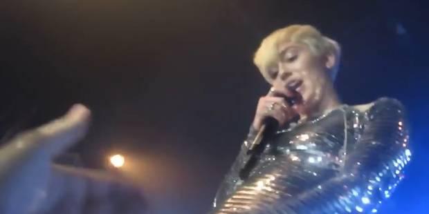 Miley Cyrus laisse ses fans toucher ses parties intimes - La DH