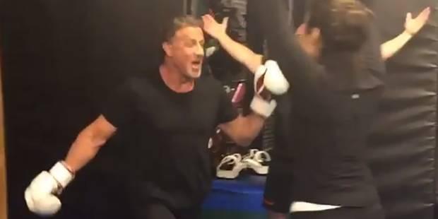Demi Lovato envoie Sylvester Stallone au tapis lors d'un combat de boxe ! (VIDEO) - La DH