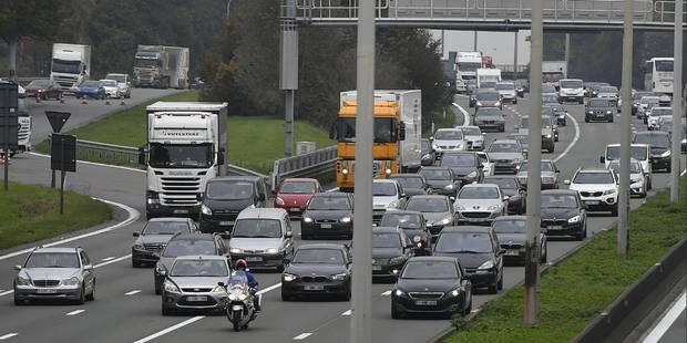 Un automobiliste décède sur le ring de Bruxelles après la chute d'une grosse pierre - La DH