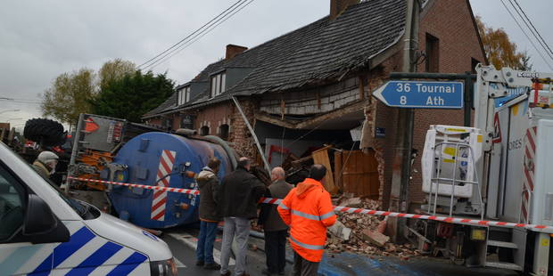 Ghislenghien: un restaurant détruit par un tracteur et sa remorque (PHOTOS) - La DH