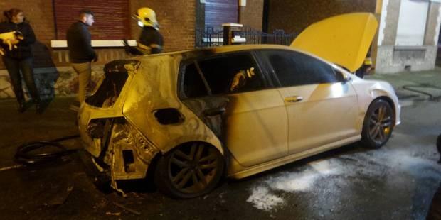 Montignies-sur-Sambre: trois véhicules volontairement incendiés (PHOTOS) - La DH