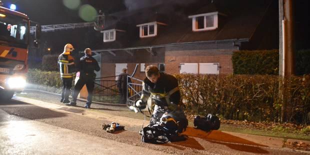 Une habitation ravagée par les flammes à Virelles - La DH
