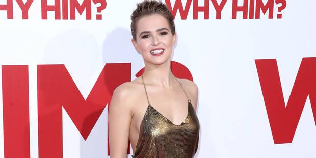 Zoé Deutch : sexy et dorée sur le tapis rouge - La DH
