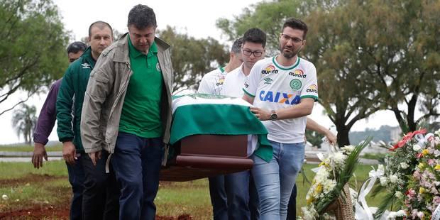 Crash de l'avion d'une équipe de foot en Colombie : une partie de l'équipage volait sans autorisation - La DH