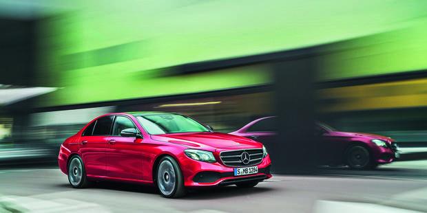 Mercedes-Benz E 220D : Vitrine technologique vers la voiture autonome - La DH