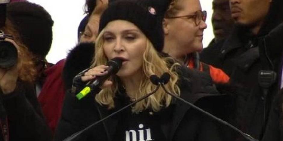 """Madonna marche contre Trump et appelle à la """"révolution de l'amour"""" (VIDEO)"""