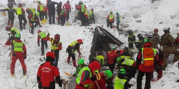 Avalanche en Italie: pas de signe de vie dans l'hôtel dévasté, les recherches continuent - La DH