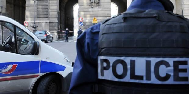 Un contrôle de police dégénère à Paris: Un policier accusé d'avoir violé un jeune homme avec sa matraque - La DH