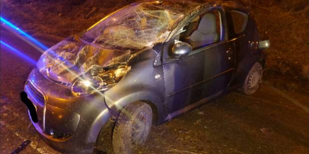 Forchies-La-Marche: Une voiture part en tonneaux sur le R3 - La DH