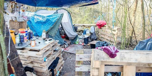 Mons : opération nettoyage au camp des SDF - La DH