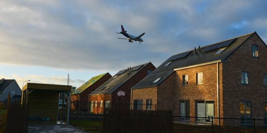 """Survol: l'aéroport de Liège s'avance comme """"solution pour Bruxelles"""""""