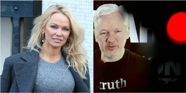Pamela Anderson confirme : elle a une relation romantique avec Julian Assange - La DH