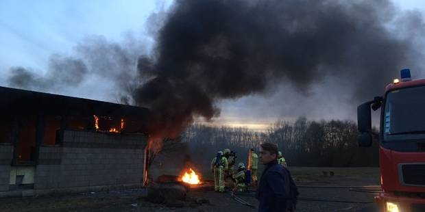 Incendie criminel dans un ancien bâtiment des douanes à Hensies - La DH
