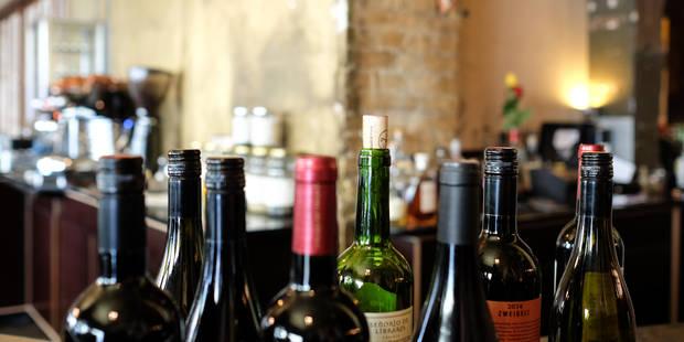 Au resto, c'est mieux de choisir la bouteille de vin la moins chère - La DH
