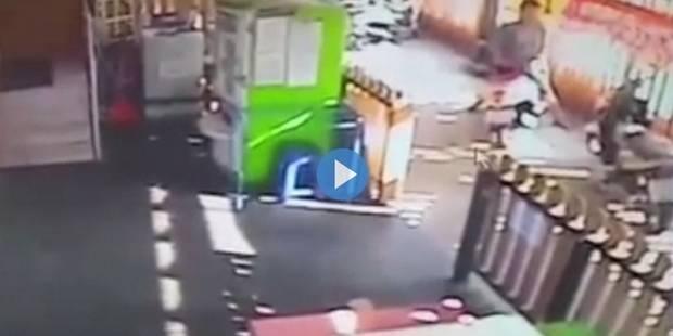 """Il """"fait l'amour"""" à un siège de mobylette (VIDEO) - La DH"""