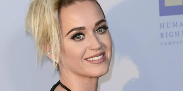 """Katy Perry n'a pas fait qu'""""embrasser une fille"""", elle va plus loin - La DH"""