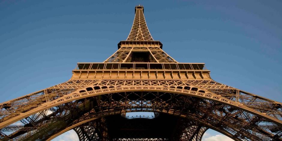 Paris Le mur autour de la tour Eiffel adopté