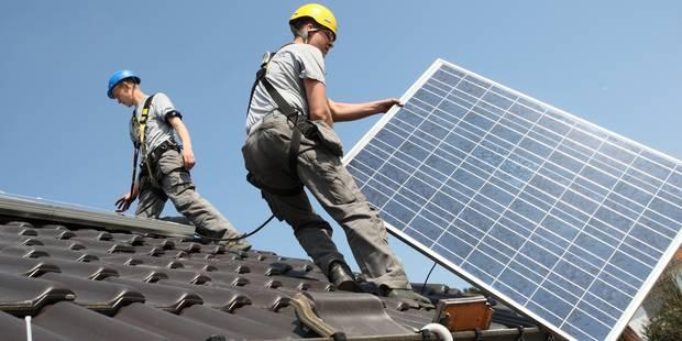 Voici combien vous devrez payer pour utiliser vos panneaux photovoltaïques - La DH