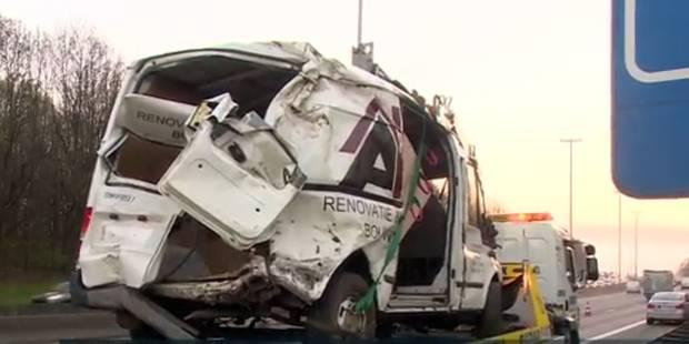 Accident sur le ring: le conducteur de la camionnette placé en centre fermé pour jeunes - La DH