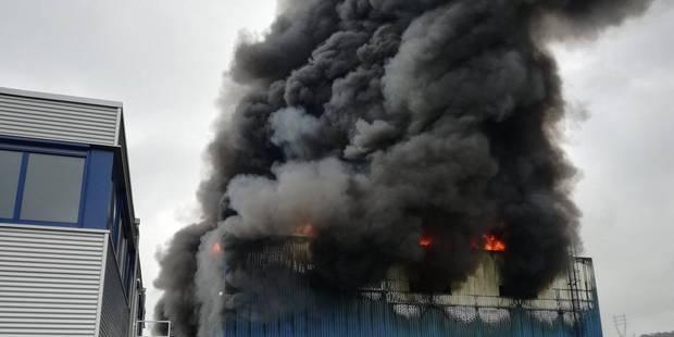 Gros incendie à l'entreprise Van Gansewinkel à Wandre (VIDEO) - La DH