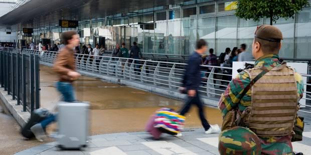 """Contrôles d'identité renforcés dans l'espace Schengen: """"Les voyageurs ne doivent pas arriver des heures à l'avance à l'a..."""