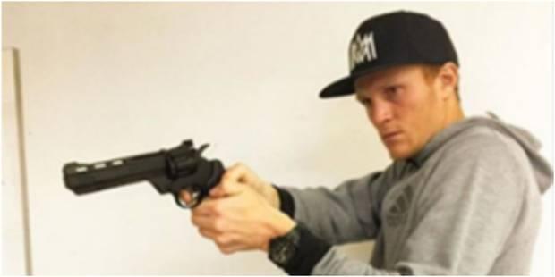 Un coéquipier de Laurent Ciman suspendu pour avoir posé avec une arme - La DH